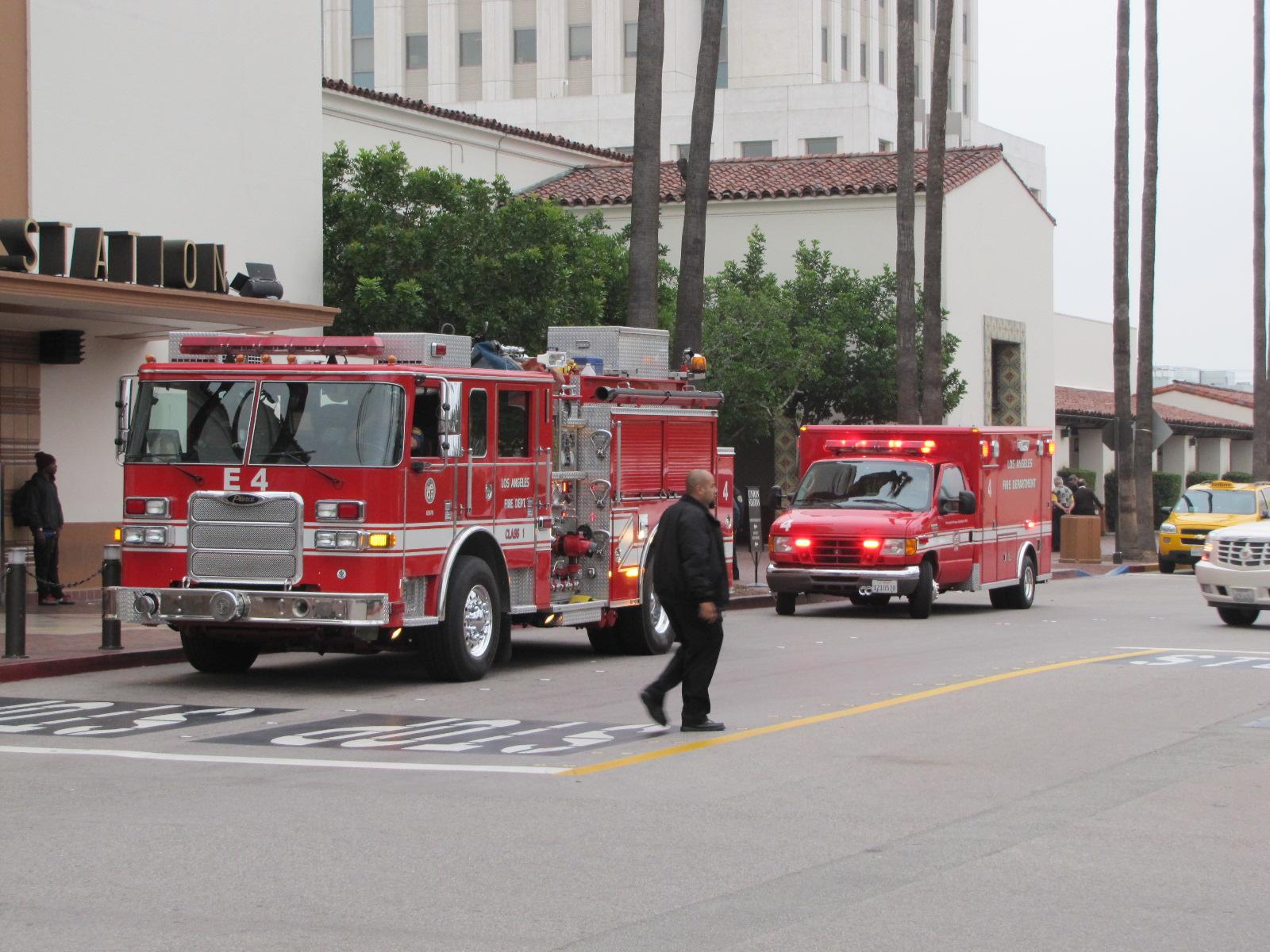 Camions de pompiers devant Union Station Los Angeles