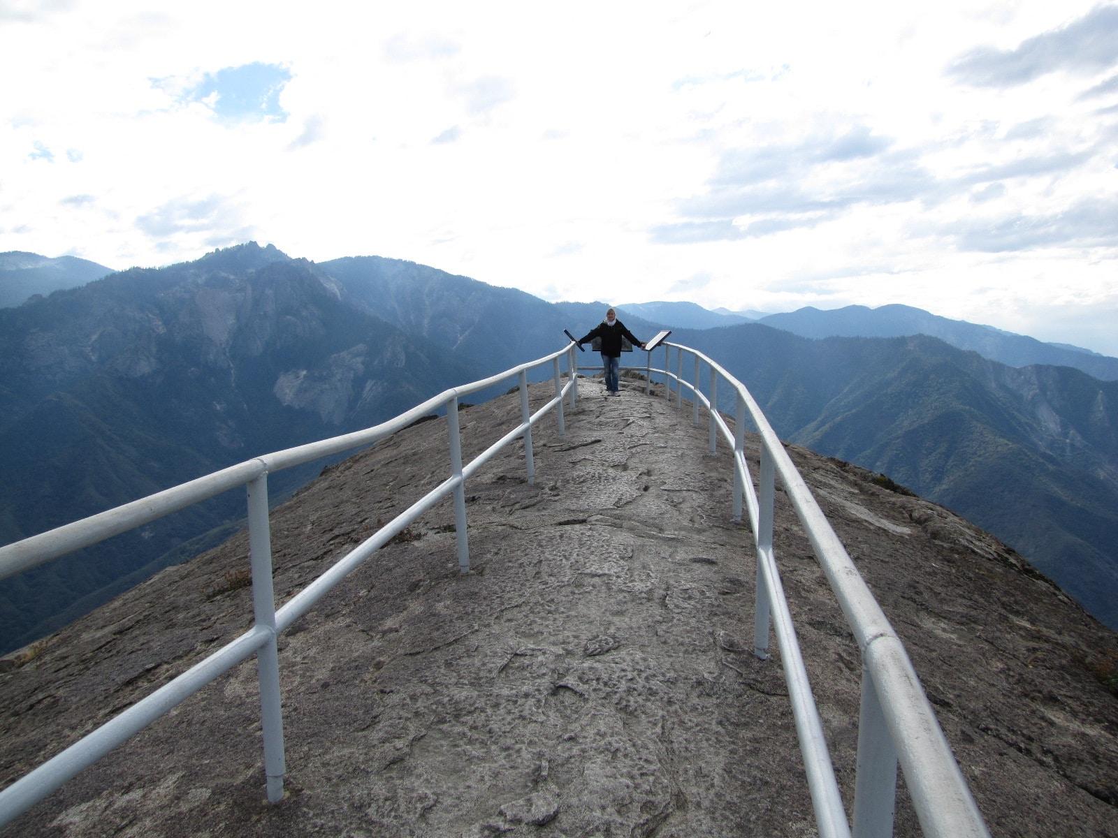 derniers mètres pour arriver a Mojo rock - sequoia Park