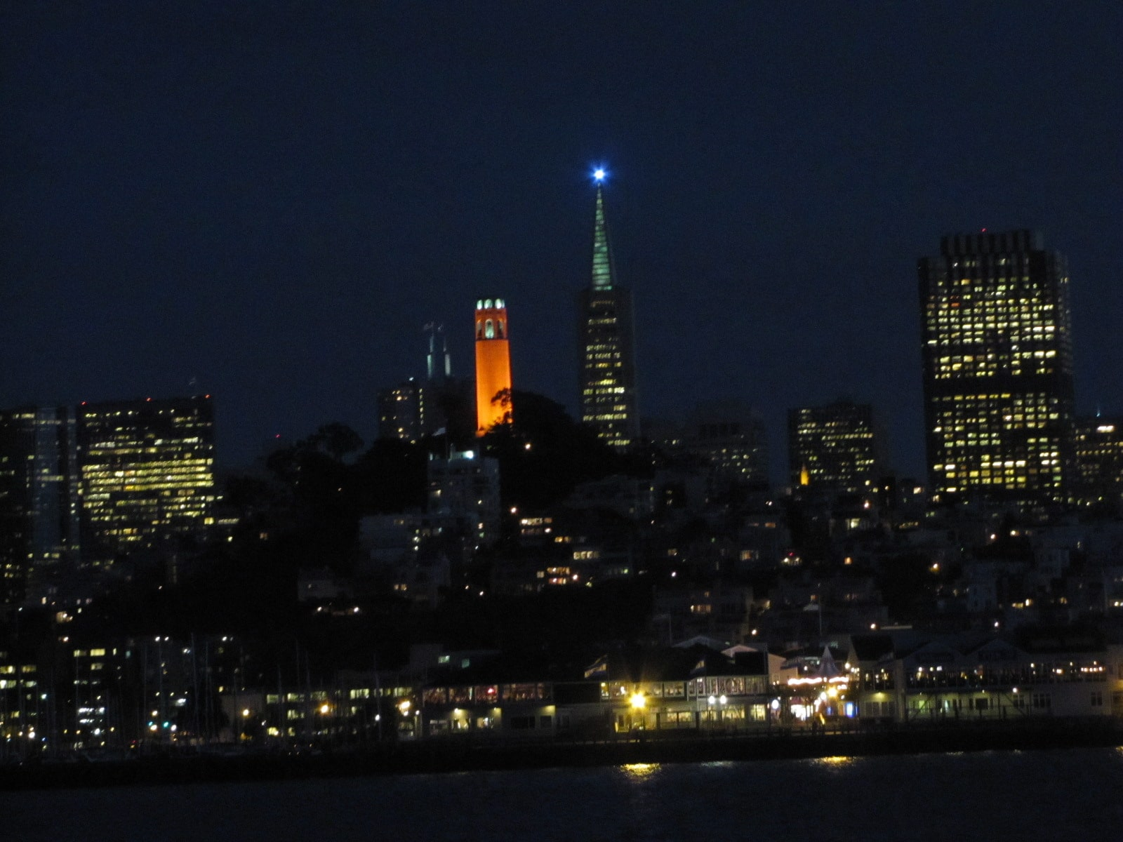 Coit Tower de nuit